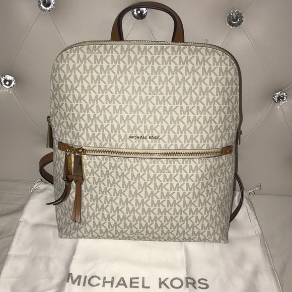 d9f9a0d079584 Michael kors back bag 💼. M 5aac4e89fcdc31f8fb19ddcb